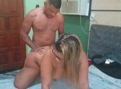Prostituta gostosa dando de quatro para seu cliente
